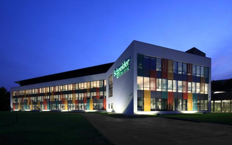 Schneider Electric acelera la lucha contra el cambio climático