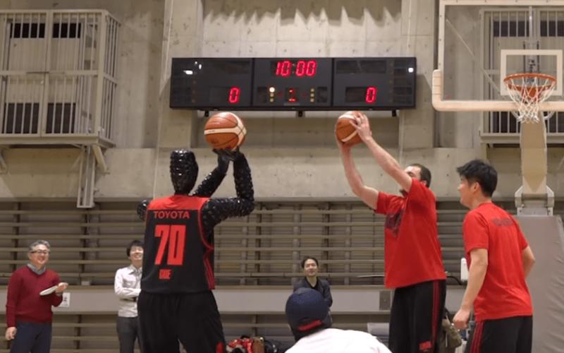 Conoce este robot que juega basquetbol y vence a profesionales