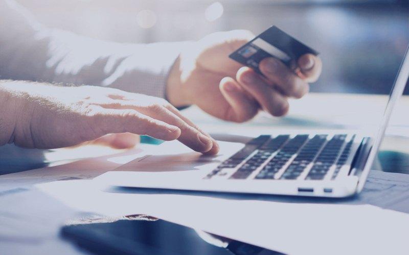 Estafadores utilizan tarjetas de regalo falsas para adquirir los datos personales de usuarios