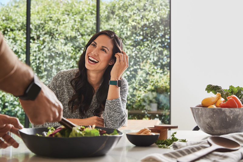 Maneras para evitar subir de peso mientras trabajas desde casa