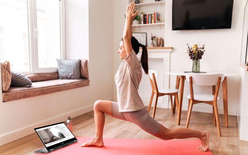 Ejercicios en casa a través de la pantallade tu laptop