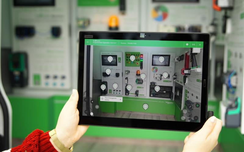 Schneider Electric presenta su primerhubmóvil de América especializado en la industria 4.0